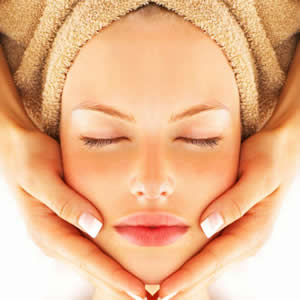 Traditional Ayurvedic Face-Lift Massage